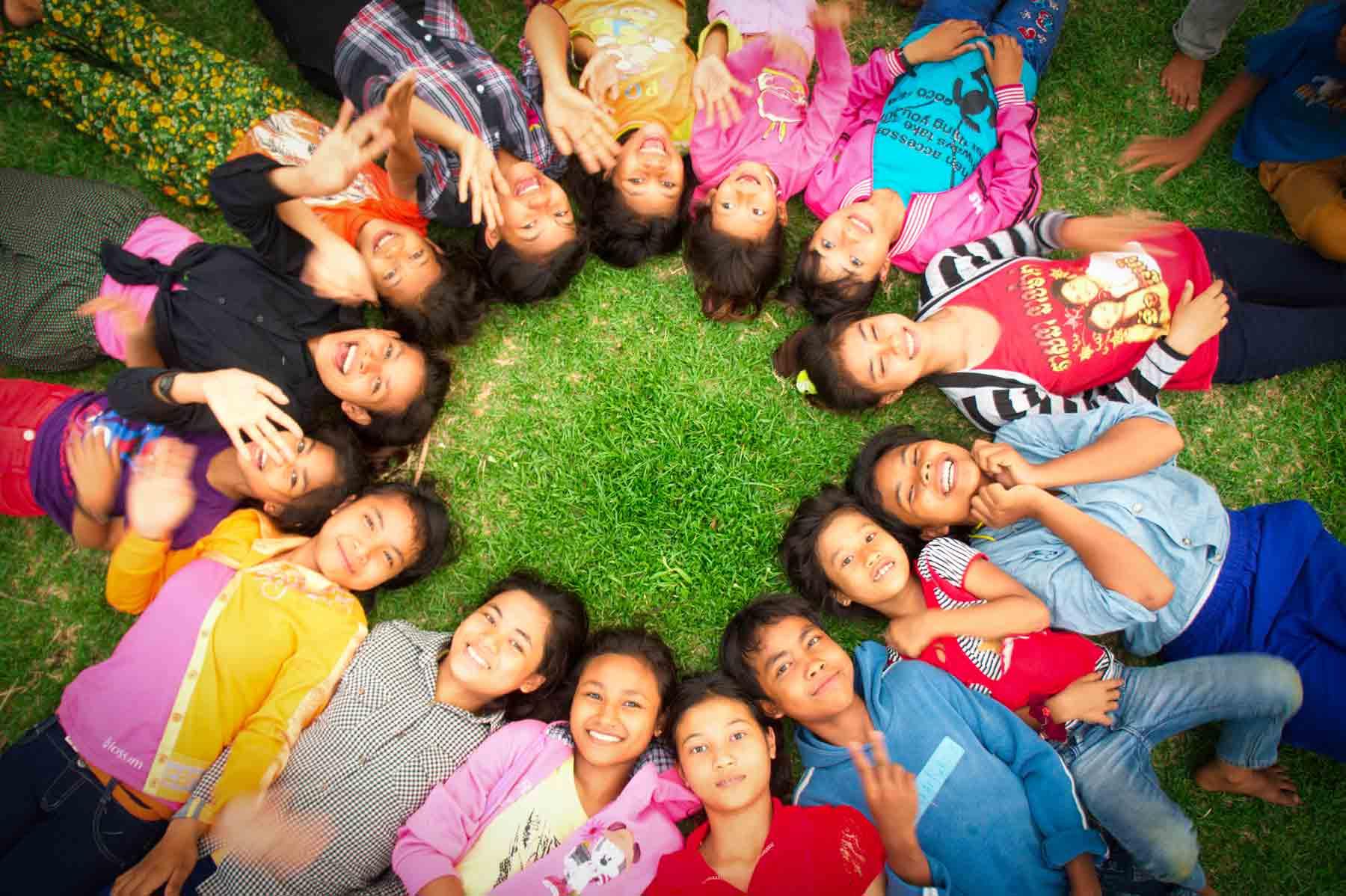 Enfants cambodgiens vivant dans le centre de l'ONG AVEC au Cambodge